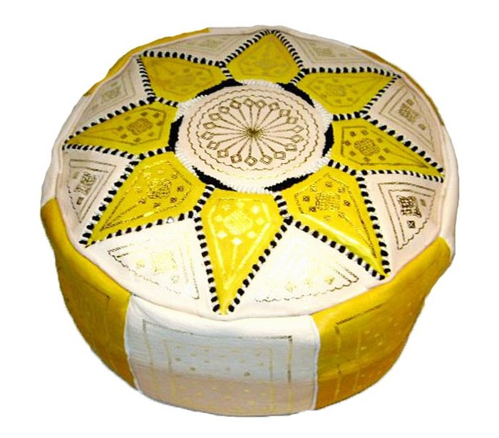 pouf marocain cuir traditionnel beige et jaune au palais des nomades. Black Bedroom Furniture Sets. Home Design Ideas